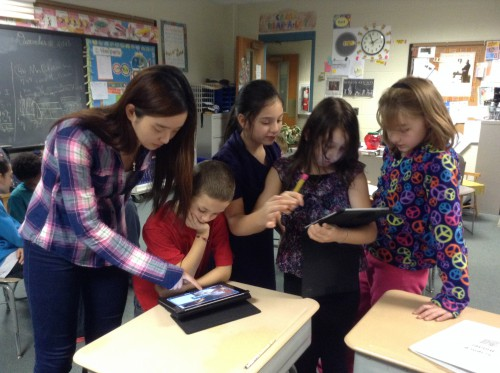 Science Fellow helps students with usage of iPad technology for their presentations